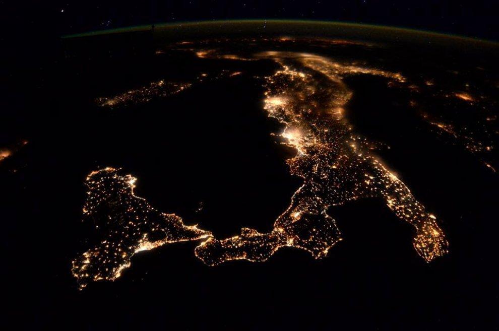 L'Italia del Sud  vista dallo spazio, nell'immagine dell'astronauta Peake