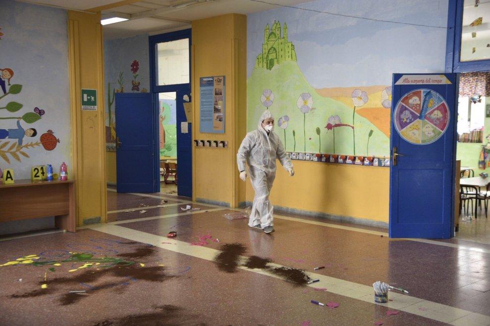 Materdei, scuola sotto attacco: sei raid in 4 mesi