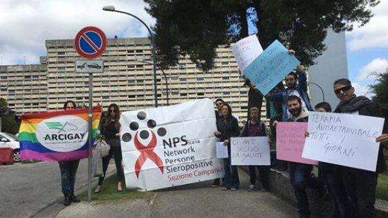 Il ministro Lorenzin a Napoli, protesta di pazienti sieropositivi e arcigay