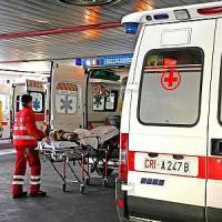 Bimba di quattro anni muore schiacciata da un cancellonel Napoletano