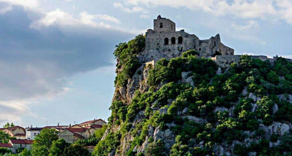 Irpinia, l'albergo-diffuso a Quaglietta: rinasce il borgo medievale