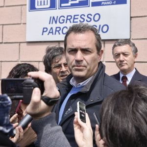 "Napoli, ""Ok al reddito minimo"". Bufera su de Magistris: ""Manovra elettorale"""
