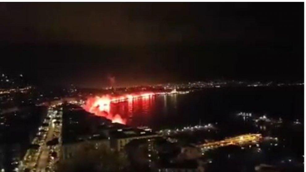 Il lungomare di Napoli infuocato per ricordare Ciro Esposito