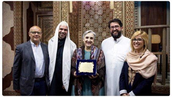 La console Usa in visita dall'imam