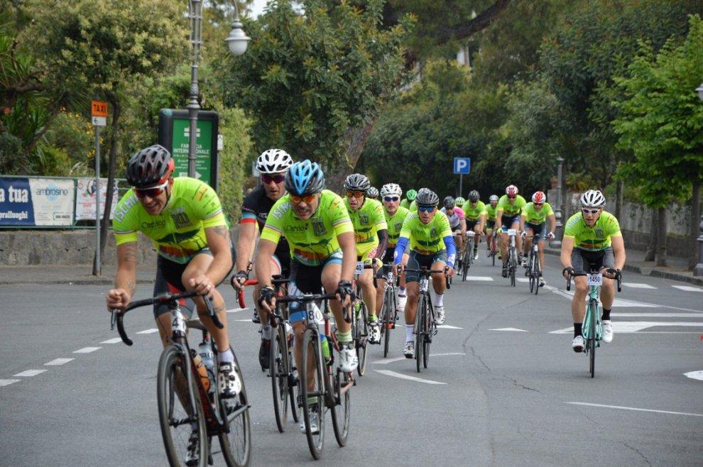 Ciclismo, lo spettacolo della Gran Fondo di Ischia