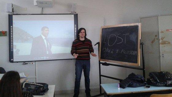 Il prof che spiega la  filosofia e Platone con le serie tv