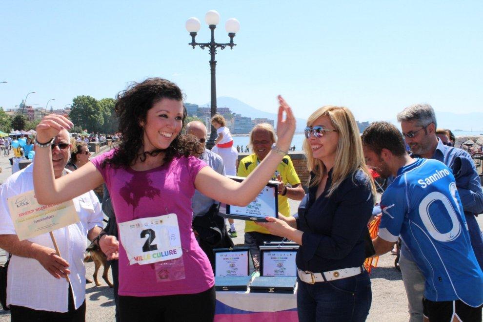 Napoli corre contro l'omotransfobia: la maratona sul lungomare