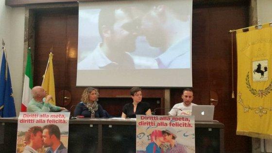 A Napoli il Mediterranean Pride: è il primo corteo dopo la legge sulle unioni civili