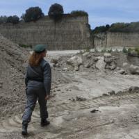 Terra dei fuochi, 250mila tonnellate di rifiuti smaltiti illecitamente: 14 imprenditori e...