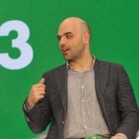Scorta a Saviano, l'ira dello scrittore su Facebook contro il senatore D'Anna