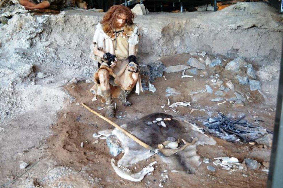 A marina di camerota rivivono gli uomini primitivi 1 di for Piani di caverna dell uomo
