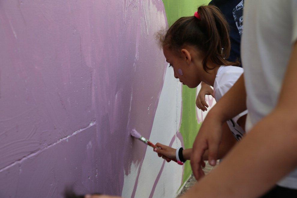San Giovanni a Teduccio, uno street artist a scuola per restituire la natura ai bambini
