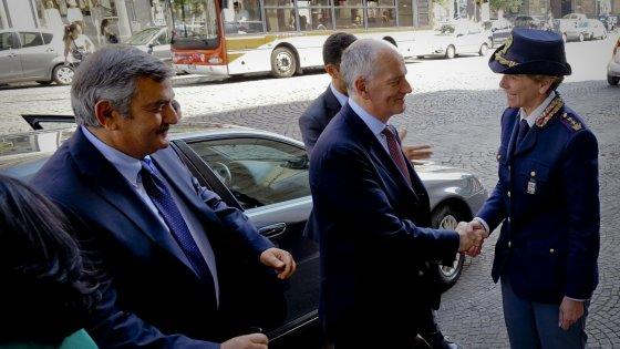Il capo della Polizia Gabrielli a Napoli: summit con i questori campani