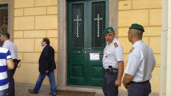 Napoli, sequestrate 8 cappelle del quadrato monumentale a Poggioreale