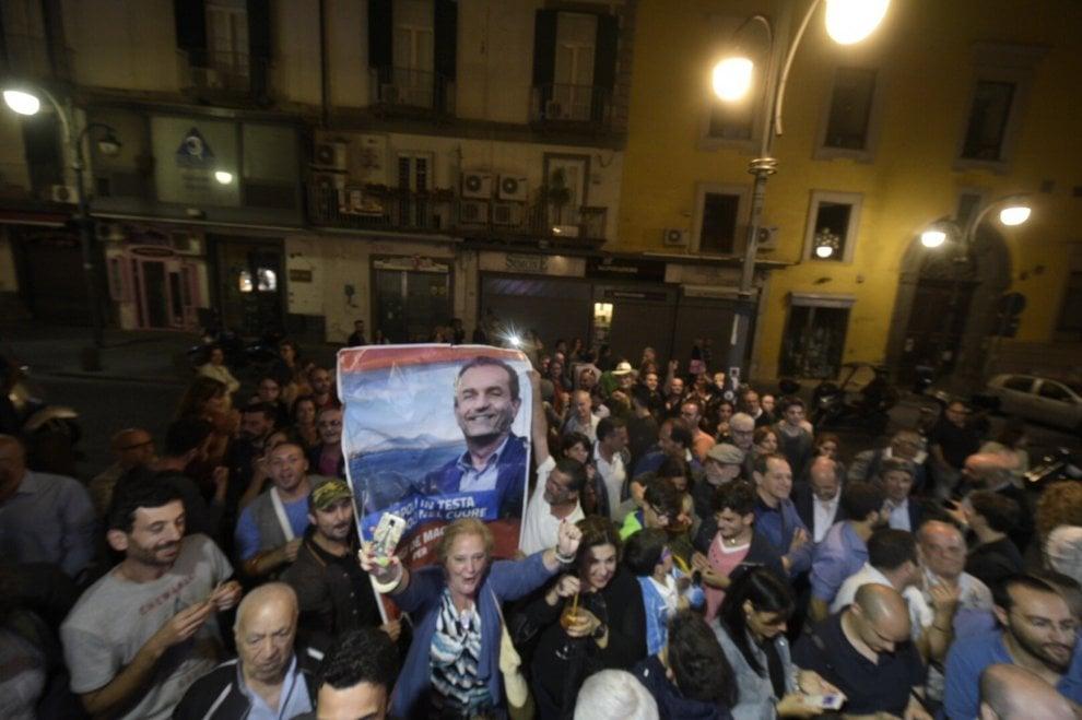 Napoli, al comitato di de Magistris si festeggia