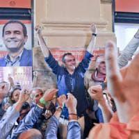 Napoli, de Magistris trionfa con il 66.8 per cento e canta