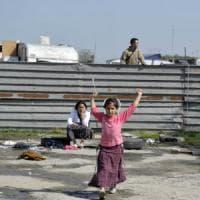 Rom: sgomberato il campo nomadi di Giugliano, il 70% sono bambini