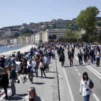 Napoli, blitz dei vigili sul lungomare contro ambulanti e parcheggiatori