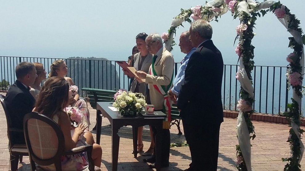"A Capri matrimonio con vista mare da Tragara, qui nacque ""Luna Rossa"""