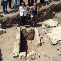 Pompei riscopre la città preromana, scoperti fuggiaschi e monete d'oro