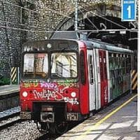 In 30 senza biglietto pretendono di partire e bloccano il treno per quasi