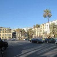 Napoli, piazza Vittoria, uomo ferito nella notte a colpi d'arma da fuoco