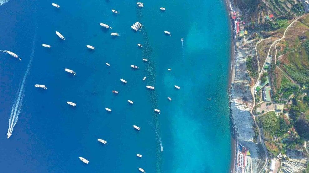 """""""Ischia vista dal cielo"""", l'Isola verde raccontata dall'alto con gli scatti di Gianni Mattera"""