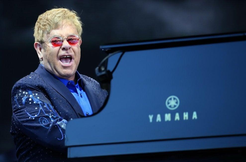 Sir Elton nell'Anfiteatro, applausi e luci magiche