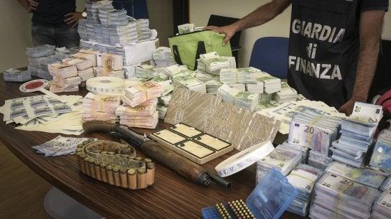 Napoli, maxi sequestro di banconote false per 7 milioni di euro