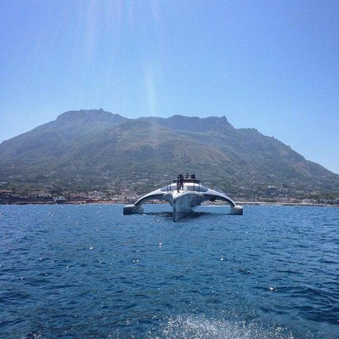 A Napoli arriva Adastra, il super trimarano che si guida con l'ipad