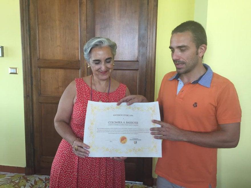 Il console Colombia Barrosse riceve il premio Antinooo d'Oro da Arcigay Napoli