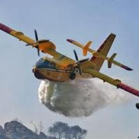 Incendi: fiamme a Napoli sulla collina dei Camaldoli
