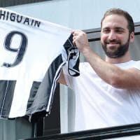 Il fratello di Higuain retwitta il video dell'arrivo del Pipita a Torino:
