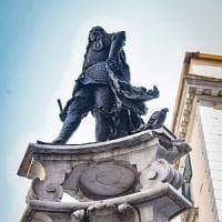 Monteoliveto senza pace, teppisti in azione: danneggiata la fontana