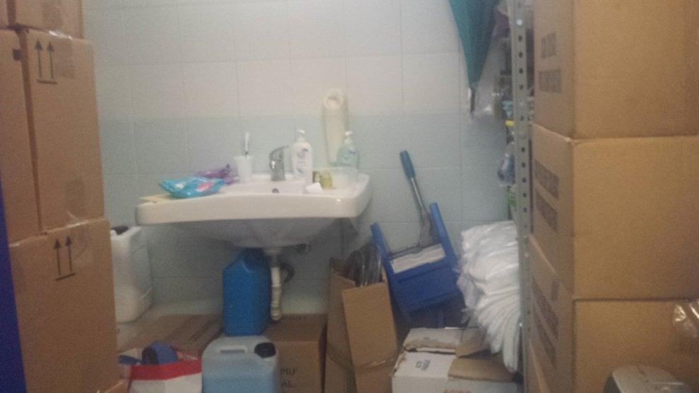 Ospedale di capri bagno per disabili chiuso e usato come deposito 1 di 1 napoli - Sanitari bagno napoli ...