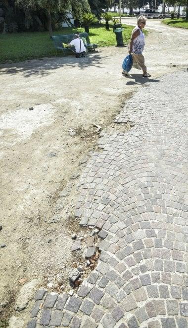 Villa Comunale di Napoli, degrado e rifiuti
