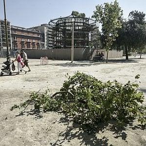 Baby gang, rifiuti, vandali. L'agonia senza fine della Villa Comunale di Napoli