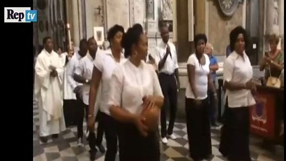 Napoli si stringe ad Aleppo, Ferragosto multietnico al Duomo