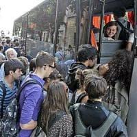 Campania, boom di richieste per gli abbonamenti gratuiti ai bus per gli