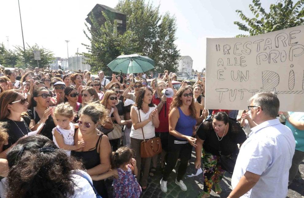 La rivolta degli insegnanti, a Napoli sit in e blocco stradale