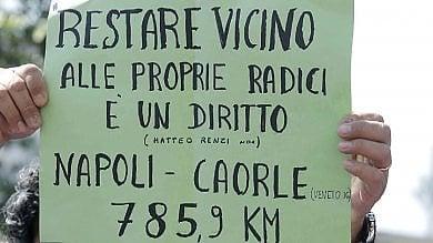 La rivolta degli insegnanti  a Napoli sit in e blocco stradale