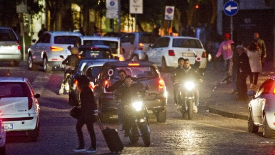 Napoli, polizia insegue malviventi: scatta scontro a fuoco