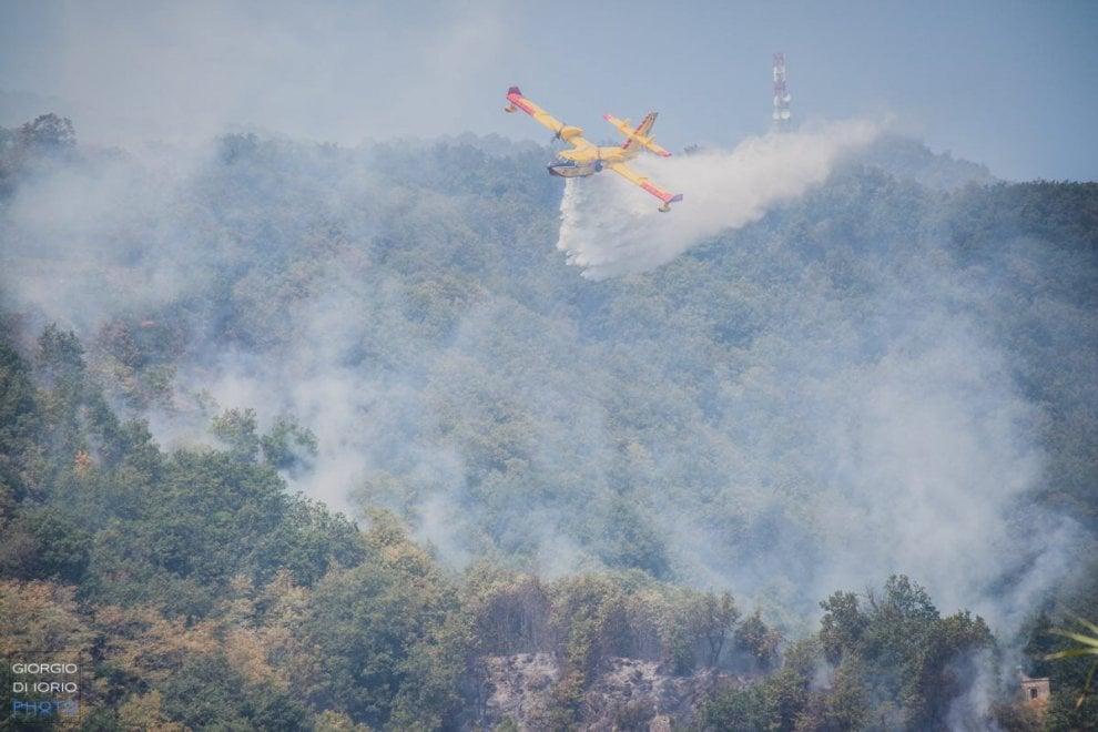 Canadair O Elicottero : Ischia canadair e elicottero in azione per l allarme