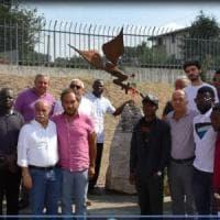 Dai profughi dell' Irpinia  la solidarietà ai terremotati : 800 immigrati