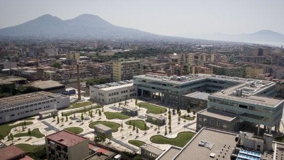 """Renzi: """"Non credo che Apple si rimangerà gli investimenti su Napoli"""""""