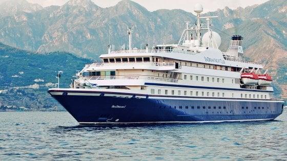 Fuoco sulla nave da crociera, in salvo i 105 passeggeri e i 61 membri dell'equipaggio