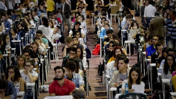 Apple a Napoli, esami per i primi 500 giovani messi alla prova: trenta quesiti in 60 minuti