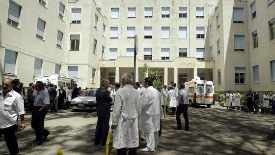 Ospedale Pascale, fuga di pazienti: organico ridotto e liste d'attesa infinite