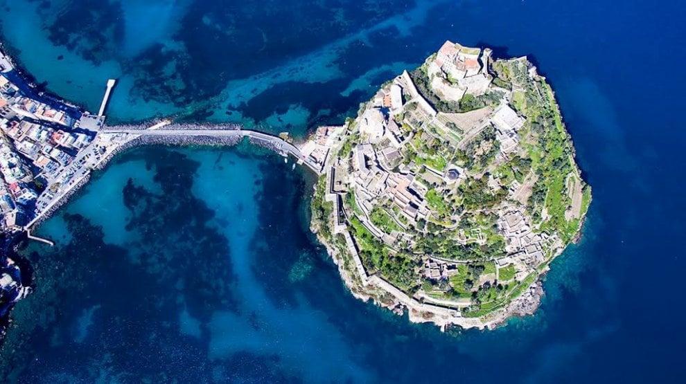 """Wiki Loves Monuments, l'invito di Ischia: """"Fotografate il Castello aragonese"""""""