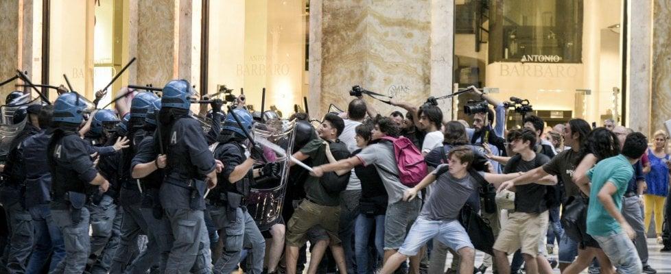 Renzi-de Magistris salta il vertice. Tafferugli tra polizia e manifestanti a Napoli